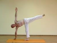 Yoga asana: 068-Ardha Chandrasana