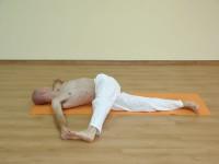 Yoga asana: 225-Jathara Parivartanaikapadasana
